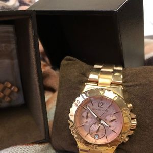 Michael Kors Dylan Rose Gold Tone Chrono. Watch